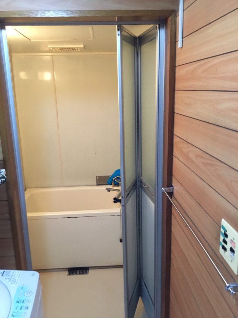 浴室開き戸交換施工前