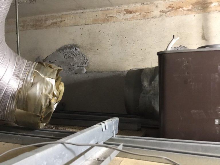 給湯室換気扇交換施工中
